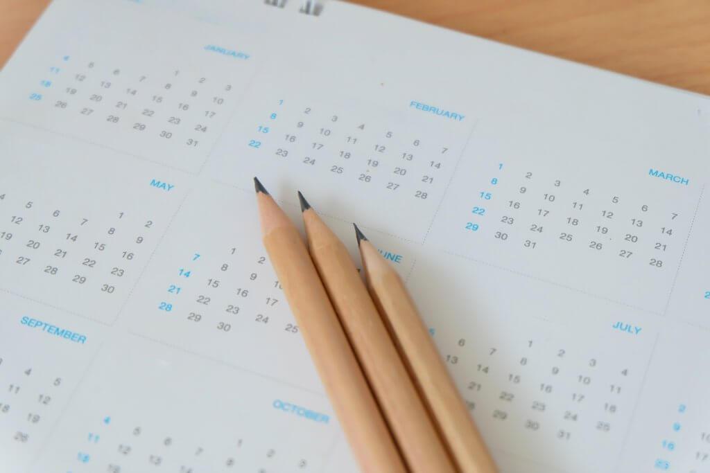 kalender met potloden
